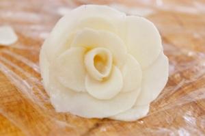 Making white Chocolate plastic roses